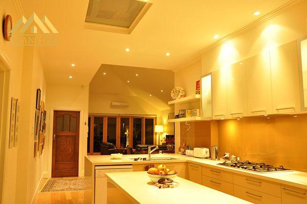 Đèn led âm trần ánh sáng vàng và ứng dụng trong gia đình