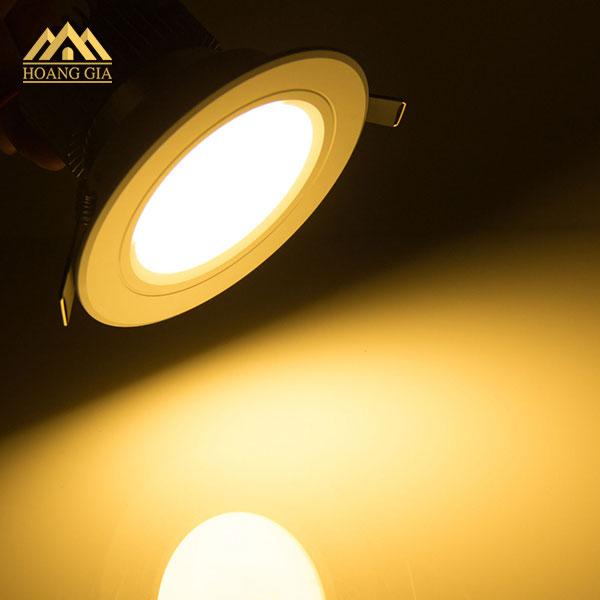 Đèn led âm trần ánh sáng vàng