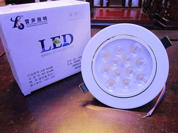 """Phân biệt đèn led âm trần Đài Loan và đèn """"dởm"""" của Trung Quốc"""