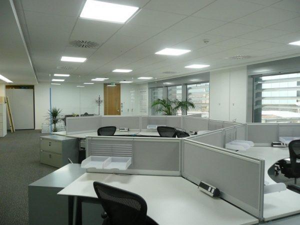 Văn phòng làm việc thường được lắp trần thả thạch cao