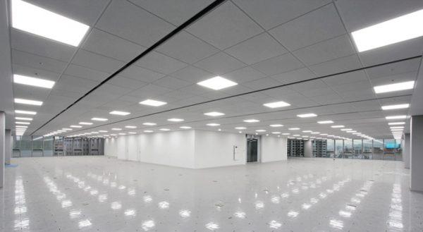 Xưởng sản xuất rộng lớn nên sử dụng đèn led Panel dạng tấm
