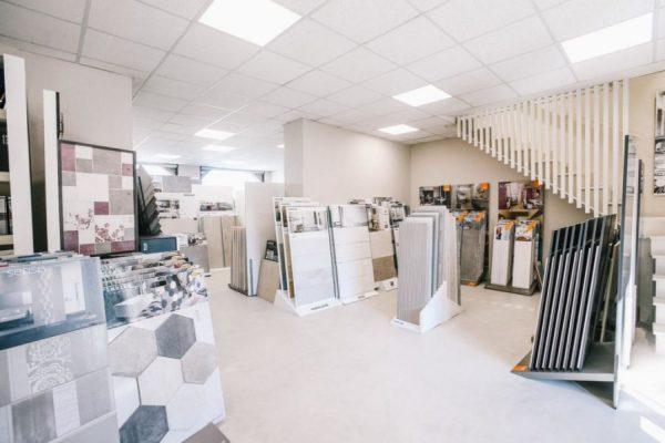 Ứng dụng của đèn led Panel trong showroom bán gạch lát nền dùng bóng 600x600