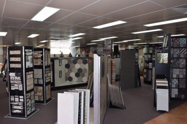 Ứng dụng của đèn led Panel trong showroom bán gạch lát nền dùng bóng 300x600
