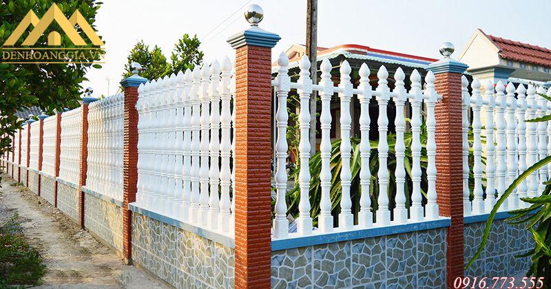 Lắp đèn trụ cổng hiện đại quanh hàng rào, tường bao xung quanh nhà