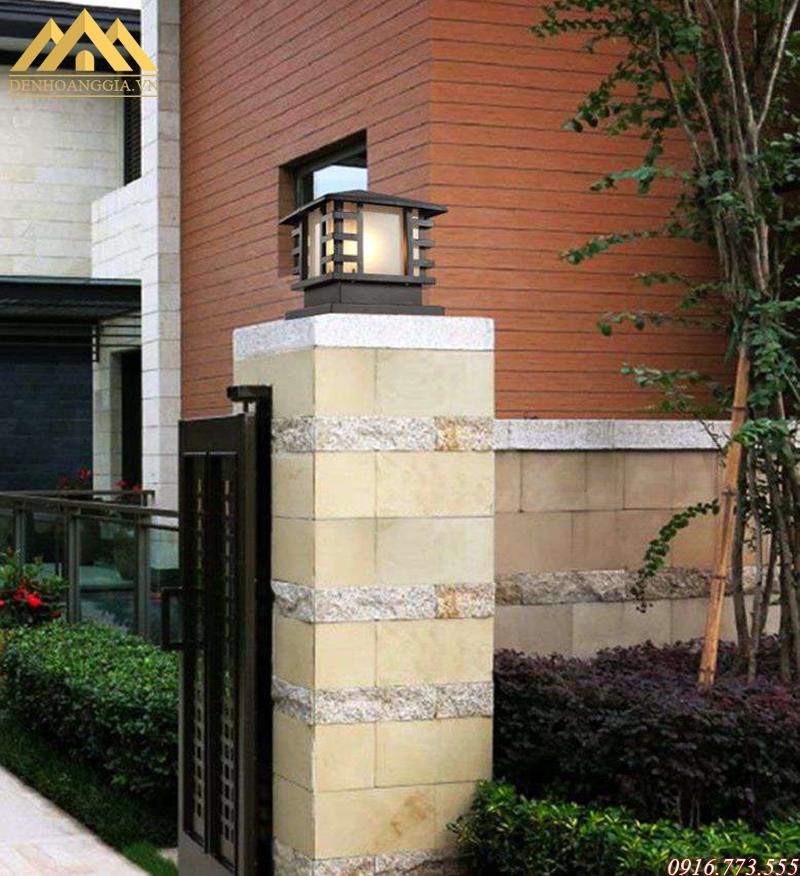 Đèn trụ cổng hiện đại thường được làm bằng các chất liệu cao cấp