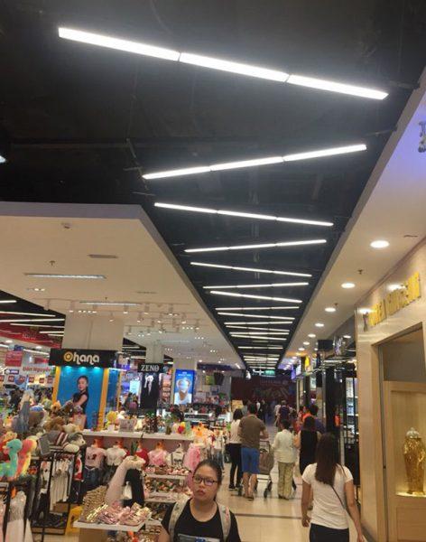 Đèn led thả văn phòng lắp đặt ở siêu thị